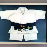 kimono-artes-marciales-karate-enmarcado-enmarcacion-baja