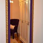 Espejo enmarcado Enmarcacion espejos Aratz Enmarcaciones Vitoria morada deinde dorado